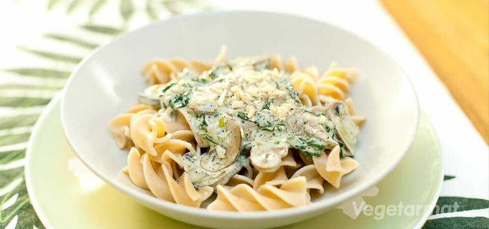 Pasta med sopp- og spinatsaus