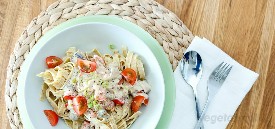 Pasta med grønnsaker og mangochutney-saus