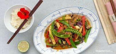 Thai-wok med peanøttsaus – vegetaroppskrift