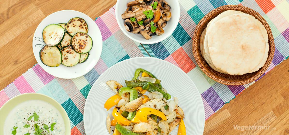 Pita gyro med grilla grønnsaker og tzatziki