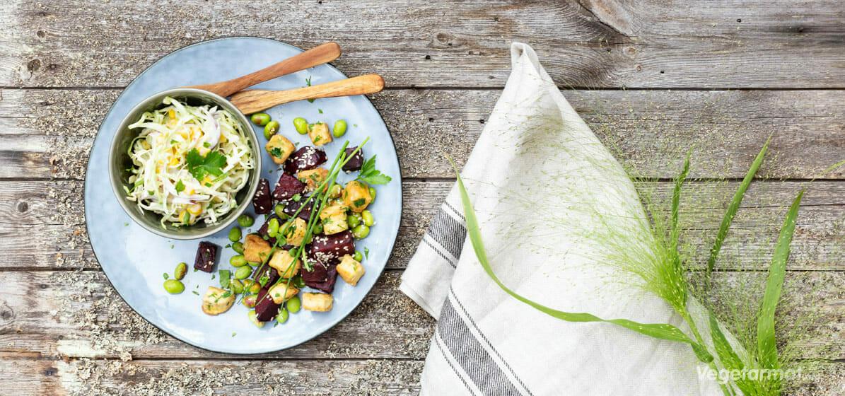 Beter og edamame med kålsalat