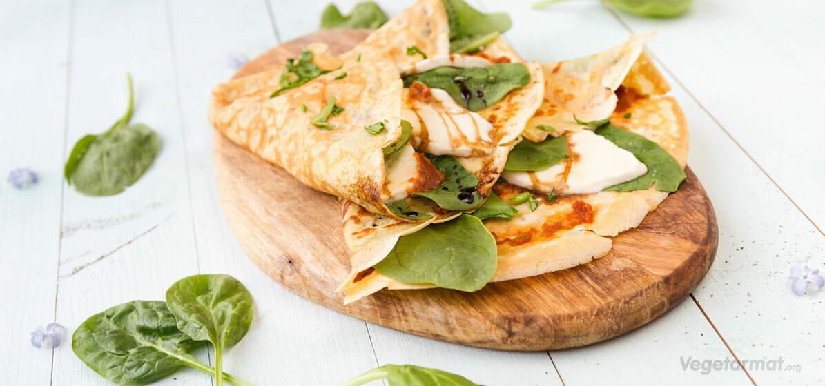 Crepes med mozzarella og spinat