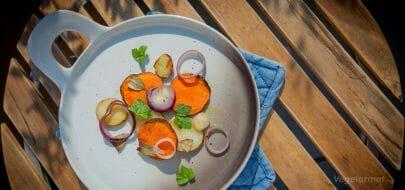 Potetskiver med laurbærblader – vegetaroppskrift