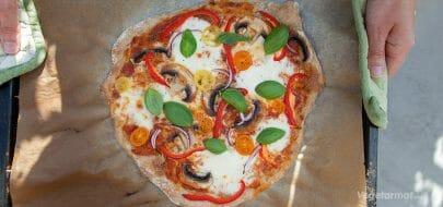 Vegetarpizza med grønnsaker – vegetaroppskrift